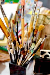 Pinsel und Stifte